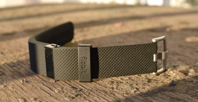 Torniamo nuovamente a parlare di indossabili Fitbit dopo aver recensito il modello Charge | Fitbit Charge: la Recensione di HDblog.it | e oggi vediamo il nuovissimo Fitbit Charge HR , versione con sensore del battito cardiaco della nuova serie dell'azienda e che